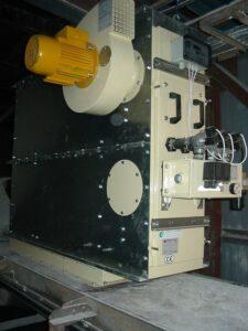 Filtr slouží k odsání a filtrování prachu z pásového dopravníku
