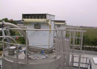Prachové filtrační zařízení na střeše sila