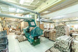 odsávání prachu a pilin při výrobě