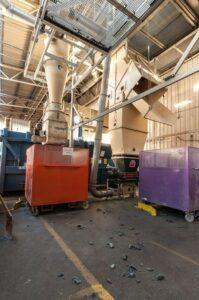 piliny a prach oddělené cyklonovým odlučovačem lze sbírat do pytlů, nádob či kontejnerů